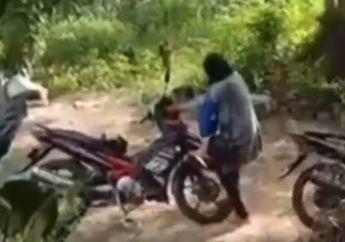 Kesal Motor Mogoknya Direkam, Emak-emak Kejar Perekam Pakai Balok