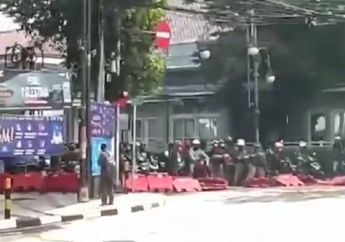 Bandung Geger, Gerombolan Pemotor Rusak Barikade Penutupan Jalan