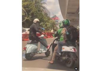 Viral Pengendara Vespa Tendang Honda Scoopy Driver Ojol, Nyaris Baku Hantam