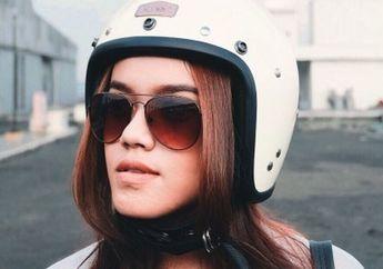 Susah Nyari Helm yang Sesuai, Gadis Cantik ini Produksi dan Jual Sendiri Helm Rancangannya