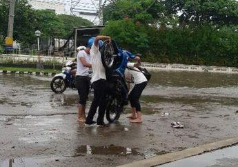 Ini Dia, Pertolongan Pertama Motor Mogok Usai Terjang Banjir