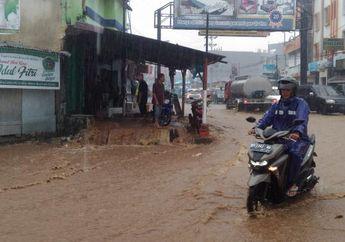 Teknik Mengerem yang Benar Saat Permukaan Jalan Tergenang atau Banjir