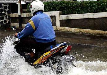 Jangan Asal Terobos Bro, Begini Cara Aman Saat Bertemu Banjir