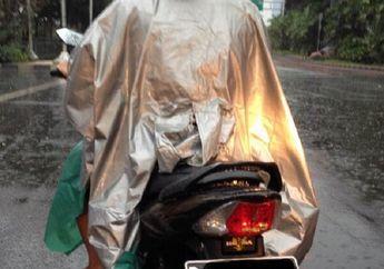 Awas! Ini Penyebab Jas Hujan Ponco 'Haram' Dipakai Bikers Saat Hujan Menurut Ahlinya