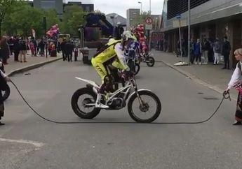 Skill Tingkat Dewa! Bukan Cuma Orang, Trial Bike Ini Juga Ternyata Jago Main Loncat Tali Simak Videonya