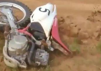 Ngeri! Video Detik-detik Motocross Terbelah Dua Usai Terjadi Kecelakaan, Seperti Ini Kondisi Pembalapnya