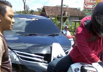 Tragis! Toyota Avanza Ringsek Usai Tabrak Motor yang Harganya 2 Kali Lipat Dari Mobil Itu