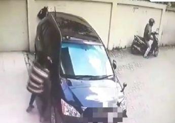 Prakk! Enggak Pakai Lama Pengendara Motor Matik Ini Curi Spion Mobil Mewah, Simak Videonya