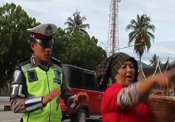 Waduh! Ada Polisi Dikutuk Gara-gara Tilang Ibunya Sendiri