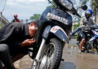 Musim Hujan Sudah Tiba, Begini Trik Simpel Biar Motor Enggak Mogok di Jalan