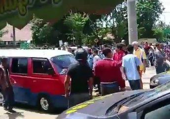 Video Bentrokan Sopir Angkot Lawan Driver Ojol di Purwakarta Mencekam
