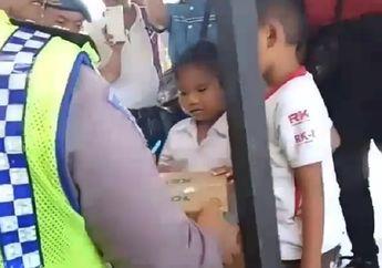 Heboh! Video Bocah TK yang Ditangkap Naik MiniGP Didatangi Polisi dan Diberi Kardus