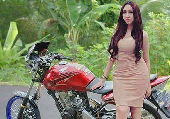 Heboh... Lucinta Luna Pose Bareng Honda Tiger Cacingan, Komen Netizen Bikin Ngakak