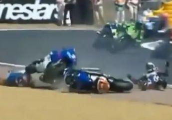 Video Kemarahan Pembalap Idola Valentino Rossi Saat Tabrakan Beruntun di MotoGP 2004