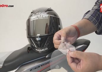 Anti Baret.. Pasang Tear Off di Visor Helm, Kayak Pembalap MotoGP Bor!