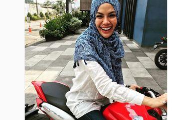 Sadis... Nikita Mirzani Pamer Motor Keren MV Agusta Rivale 800, Senyumnya Bikin Klepek-klepek