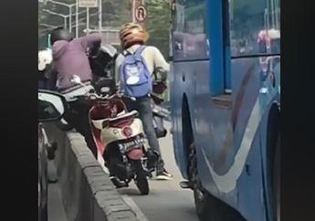 Viral.. Sudah Bantu Pemotor Lompati Separator Busway, Nasib Pria Ini Malah Apes