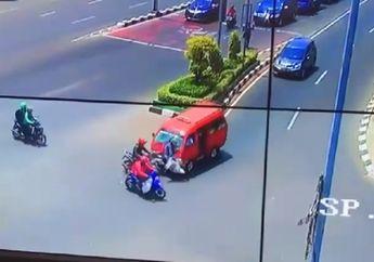 Video Angkot Ngebut dan Terobos Lampu Merah di Bekasi Hantam 2 Pemotor Sampai Terpental, Seorang Kritis