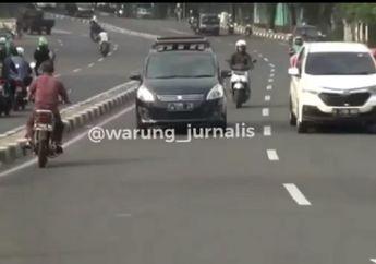 Punya Nyawa Cadangan, Pemotor Kompak Balik Arah Saat Ada Razia di Palmerah, Nyaris Disenggol Mobil