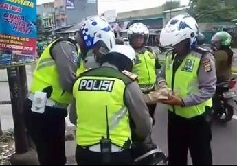 Tegang, 4 Polisi Mendadak Kepung Motor yang Ditinggalkan Pemiliknya Saat Razia di Depok
