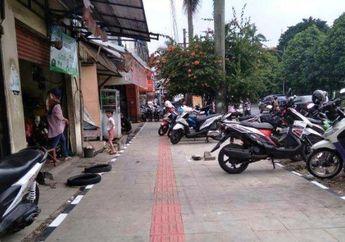 Tepok Jidat! Trotoar Rp 2,7 Miliar di Jl.Sudirman dijadiin Parkir Motor Liar