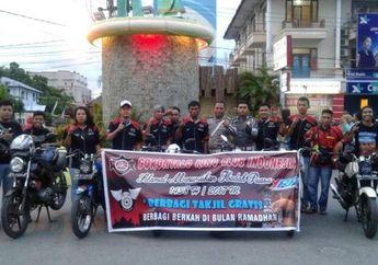 Gorontalo King Club Indonesia Berbagi Takjil Kepada Pemakai Jalan Raya