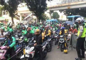Merasa Dijebak Polisi, Ratusan Ojek Online Beraksi Blokade Jalan
