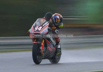 Jonas Folger Taklukan Hujan Deras di Brno