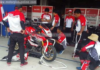 Honda CBR250RR Gerry Salim Trouble Batal Ikut Race 2