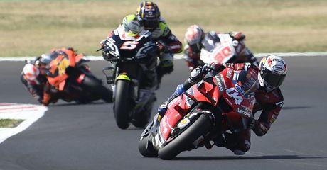 Pembalap Beda Pendapat Soal Komunikasi Radio di MotoGP, Bos Dorna Kasih Penjelasan Begini