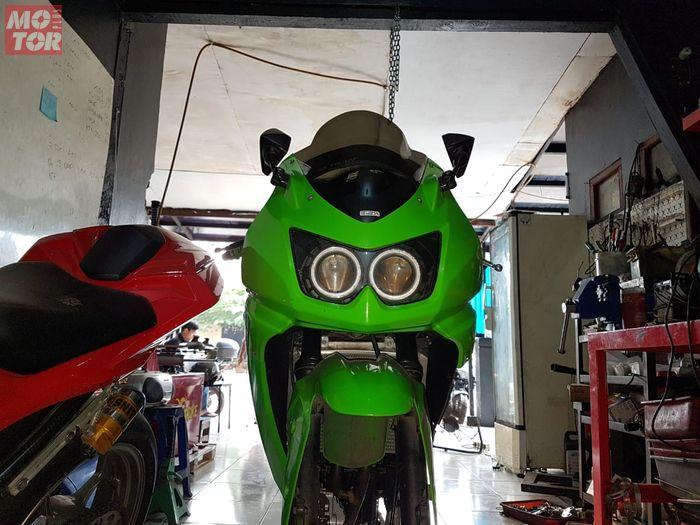 Tampang Kawasaki Ninja 250 karburator masih memikat sebagian bikers