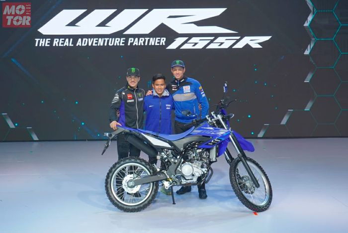 Maverick Vinales, Galang Hendra, dan Michael Van Der Mark bersama Yamaha WR155R