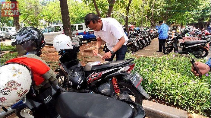 Honda BeAT di kawasan IRTI Monas menunggak pajak.