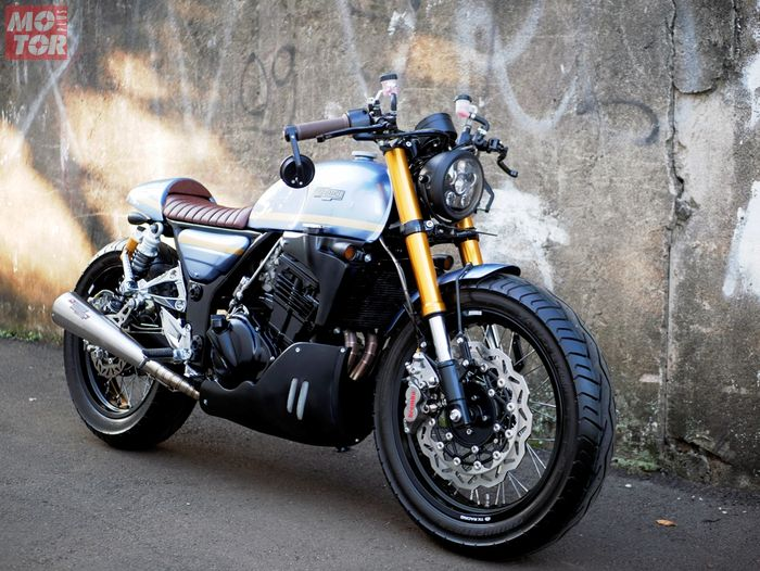 Kawasaki Ninja 250R beraliran cafe racer
