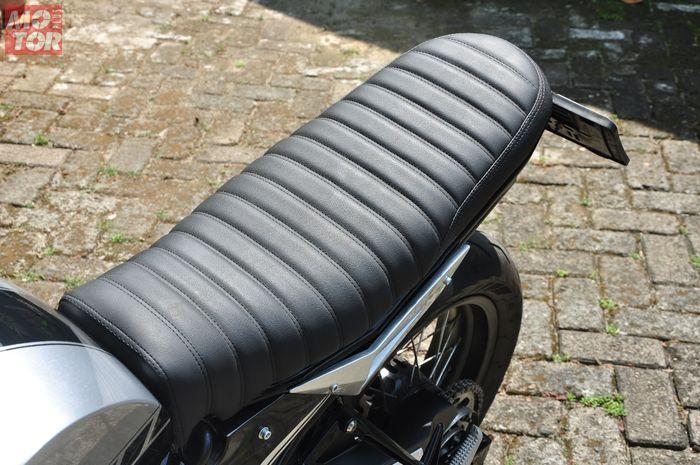 Modifikasi Yamaha MT-25 ala XSR250, jok dibuat agak naik di buritan seperti XSR series
