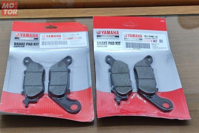 Kampas rem NMAX dari bengkel resmi Yamaha (kiri) dan dari online shop (kanan)