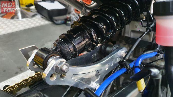 Lowering kit WR3 terpasang di Kawasaki ZX25R