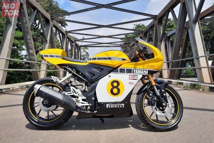 Modifikasi motor Yamaha R15 Neo Cafe Racer, pakai livery Speed Block di motor balap Yamaha YZR500 milik Kenny Roberts.