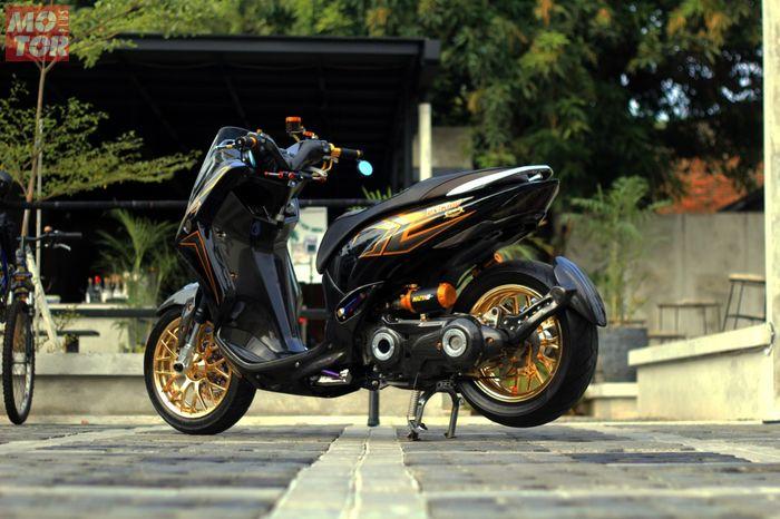 Modifikasi Yamaha Lexi milik Albert dengan konsep RX-King 20th Anniversary