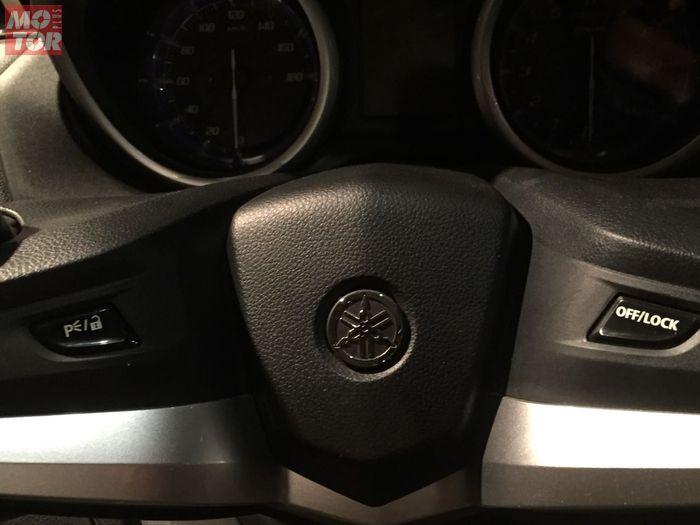 Mengunci setang dan verifikasi kunci lewat tombol ini
