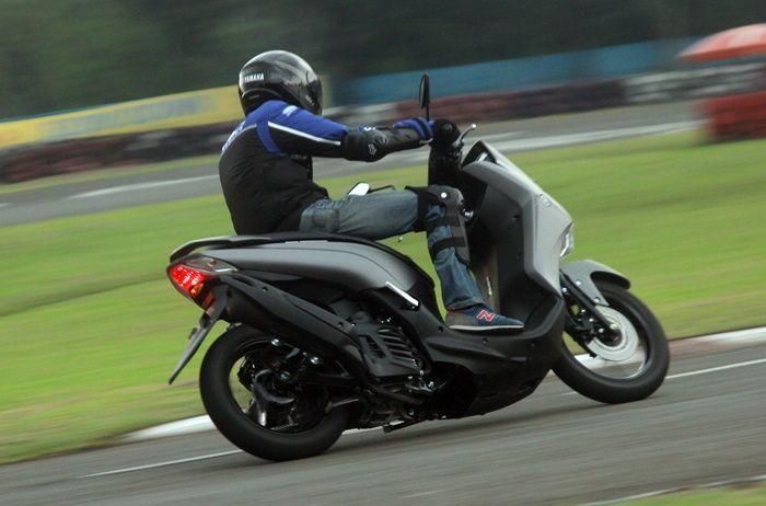 Yamaha Lexi S enteng dipakai bermanuver