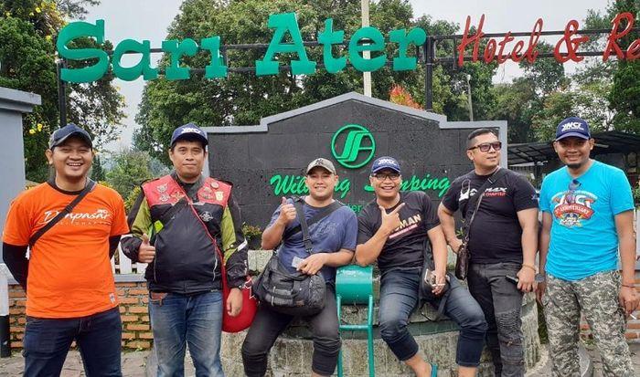 YNCI Depok Chapter saat menyambangi lokasi wisata Sari Ater, Bandung.