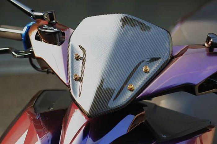 Mulusnya windshield carbon Yamaha Aerox dengan ceramic coating