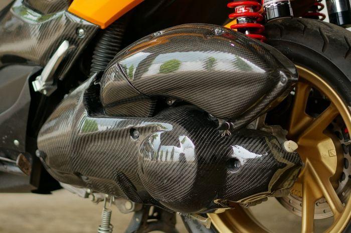 Bagian cover CVT dan beberapa bagian bodi kena sentuh carbon kevlar