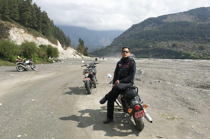 Chef Juna saat touring di Himalaya