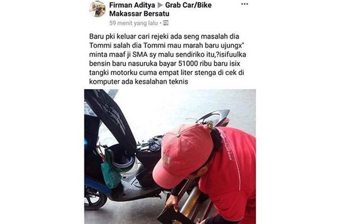 Petugas membongkar isi tangki dari motor driver ojol