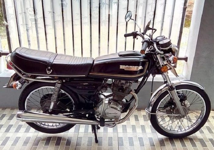 Honda GL 100.