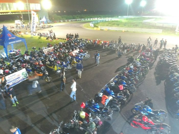 400 bikers Suzuki ramaikan gelaran Suzuki Saturday Night Ride di Surabaya