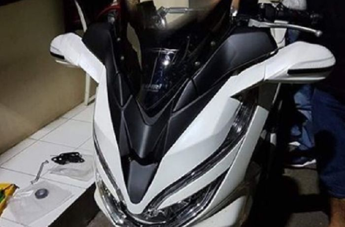 Honda PCX 150 gagah pakai tameng windshield dan spion LED