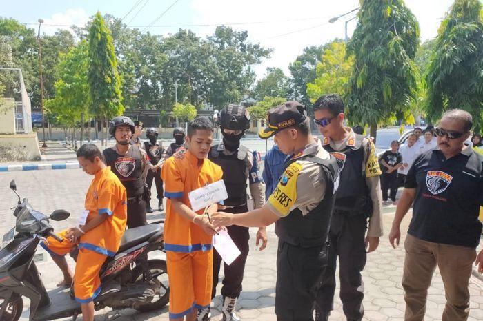 Tim Cobra Polres Lumajang gelar rekonstruksi pencurian motor yang terjadi di Kompleks Stadion Semeru Jalan Toga Lumajang